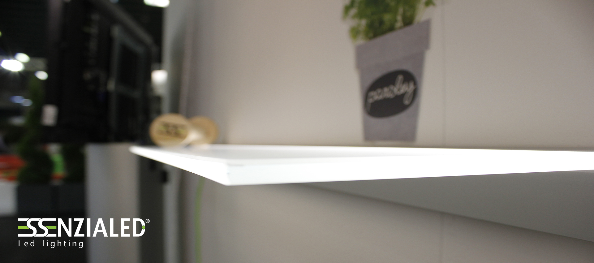 Mensole luminose a led su misura fino a 2 5mtessenzialed for Mensole luminose ikea