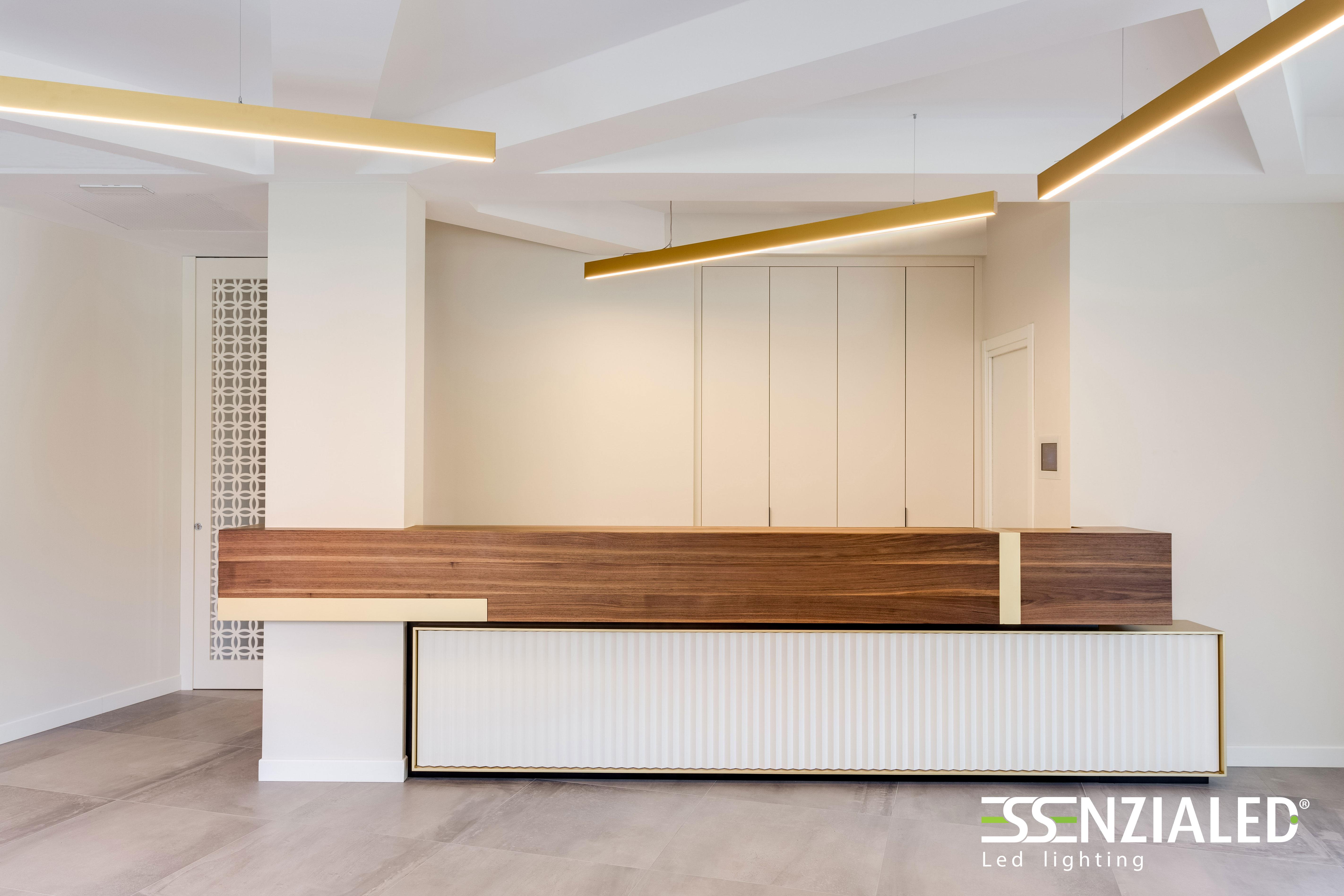 Illuminazione reception hotel lampade a sospensione essenzialed