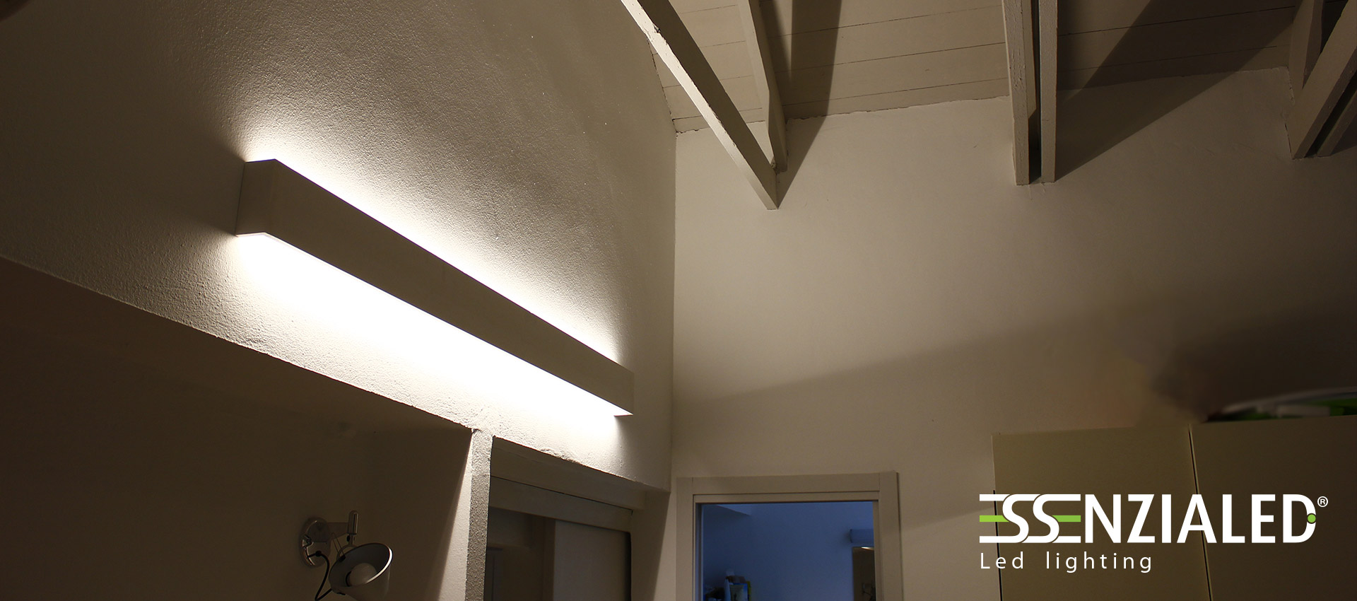 Righello lampada parete in gesso a led prodotta for Portico anteriore a trave aperta