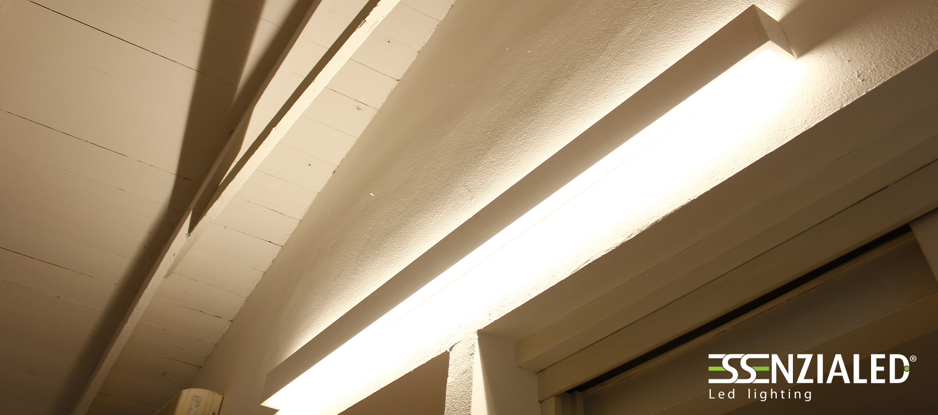 Righello lampada parete in gesso a led prodotta madeinitalyessenzialed illuminazione a led - Plafoniere neon da esterno ...