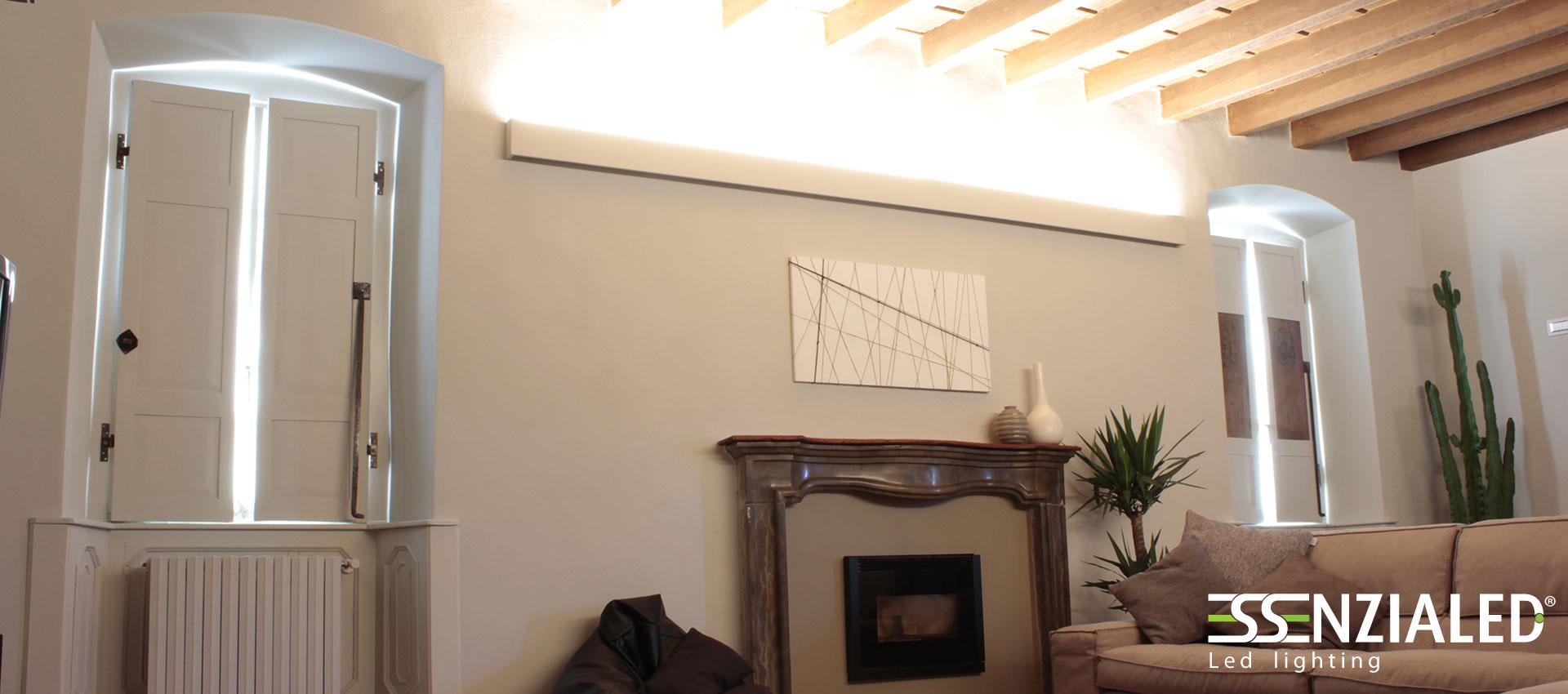 Righello lampada a parete led prodotta su misura for Illuminazione sottotetto legno