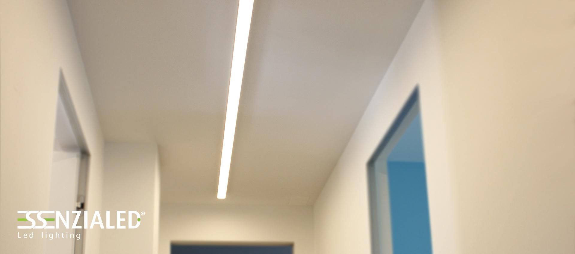 Big lampada lineare led essenzialed su for Lampada alogena lineare led