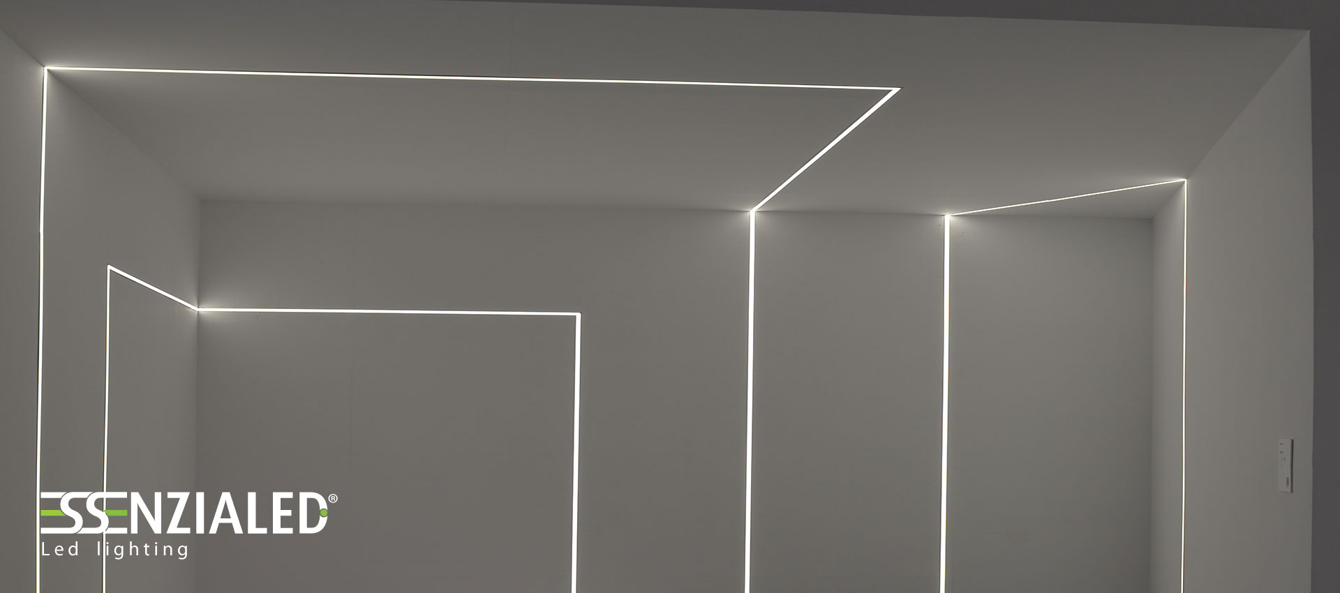 Tagli di luce a parete creati su misura in base ai tuoi ambientiEssenzialed –...