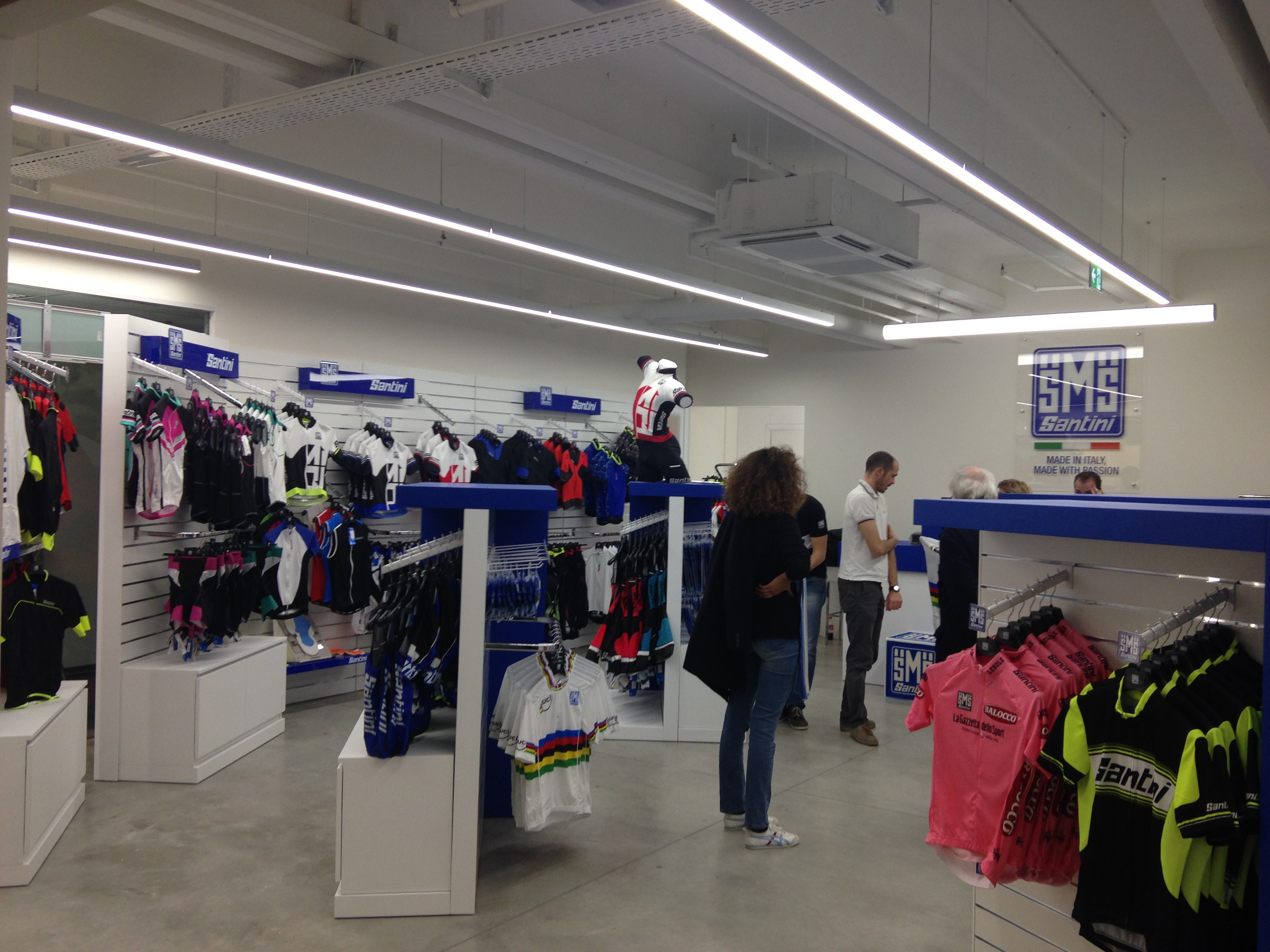 Illuminazione per negozi alta resa cromaticaessenzialed